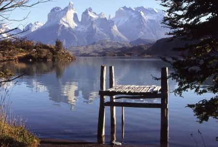 Ausblick auf das Massiv Torres del Paine Massiv über den Lago Pehoe, Patagonien Landschaft