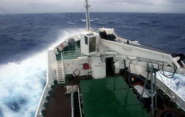 Schiff in der Antarktis, Spritzwasser